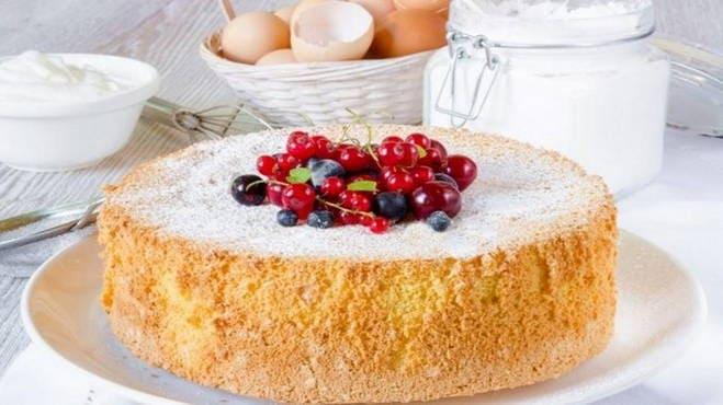 Бисквитный торт - 5 очень вкусных и простых рецептов с фото пошагово