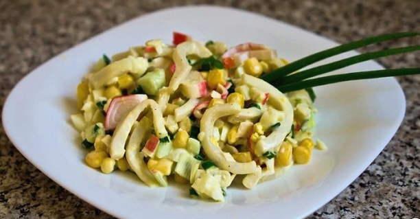 Рецепты слоеных крабовых салатов с кукурузой и крабовыми палочками – ПроОвощи.ру