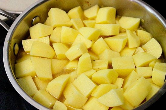 Тушеная картошка с мясом в кастрюле – 5 вкусных рецептов с фото пошагово